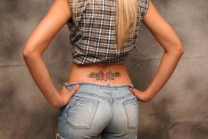 giati-thelei-na-kanei-tattoo-piercing