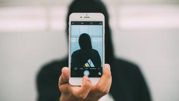 Selfies: ο διαδικτυακός μας καθρέφτης