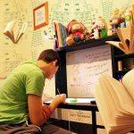 Έφηβος και Πανελλαδικές Εξετάσεις. Μια περίοδος γεμάτη προκλήσεις για παιδιά και γονείς
