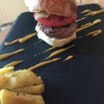 Αγαπημένα σπιτικά Burger για μικρούς και μεγάλους