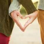 Πως ο εθελοντισμός βοηθάει στην ψυχολογία των εφήβων