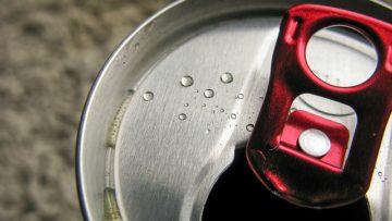 Ενεργειακά ποτά: τελικά δίνουν ή «ρουφούν» ενέργεια από τους εφήβους;