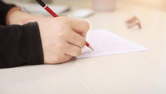 Σχολικές εξετάσεις: Πώς θα βοηθήσουμε τον έφηβο να διαχειριστεί το άγχος του