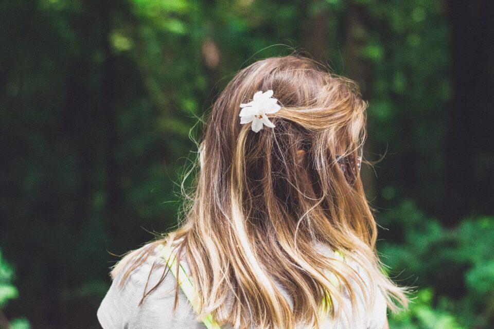 """""""Μπορεί να διορθωθεί η χαμηλή αυτοεκτίμηση της 13χρονης κόρης μου και πώς μπορώ να βοηθήσω;"""""""