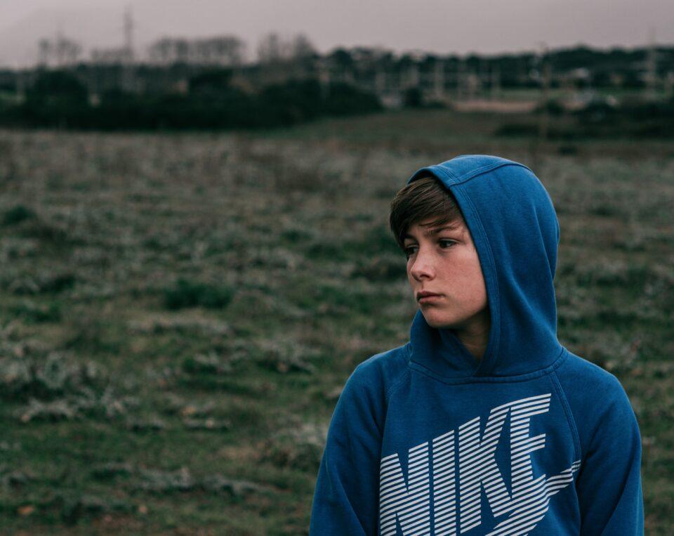 Ποια χαρακτηριστικά της οικογένειας δεν ευνοούν την ομαλή ψυχοκοινωνική ανάπτυξη των εφήβων;