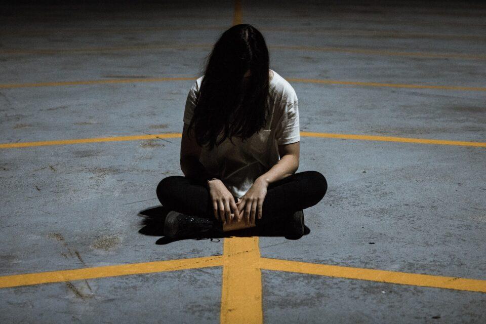 """""""Μια παρεξήγηση με φίλες οδήγησε την κόρη μου σε απομόνωση"""""""